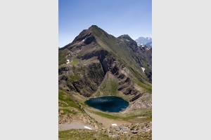Lac de la Bernatoire depuis le sentier qui monte au pic de la Bernatoire