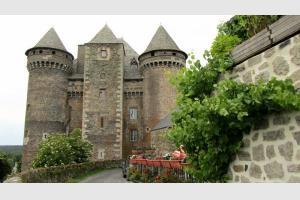 Randonnée au Château du Bousquet, près de Laguiole