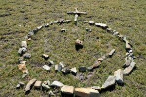 Près du lac Palluel: création avec des pierres
