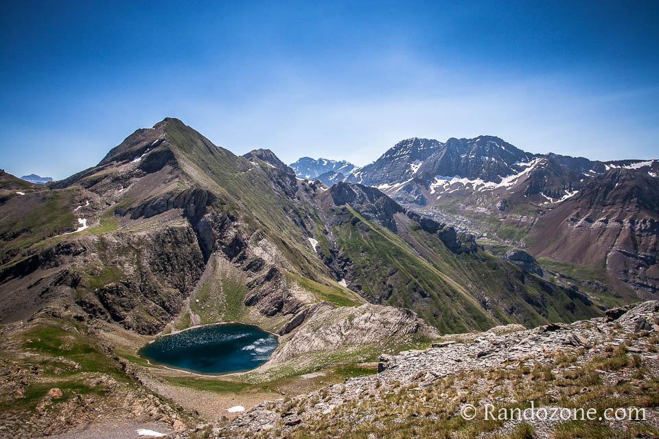 Lac de la Bernatoire et Taillon en arrière plan