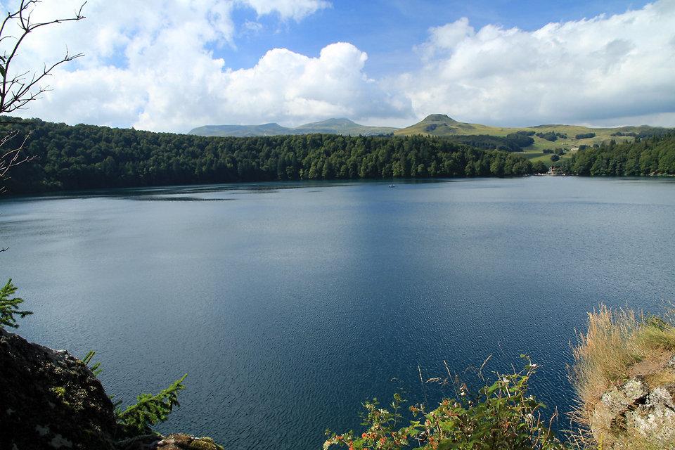 Beau panorama sur le lac Pavin