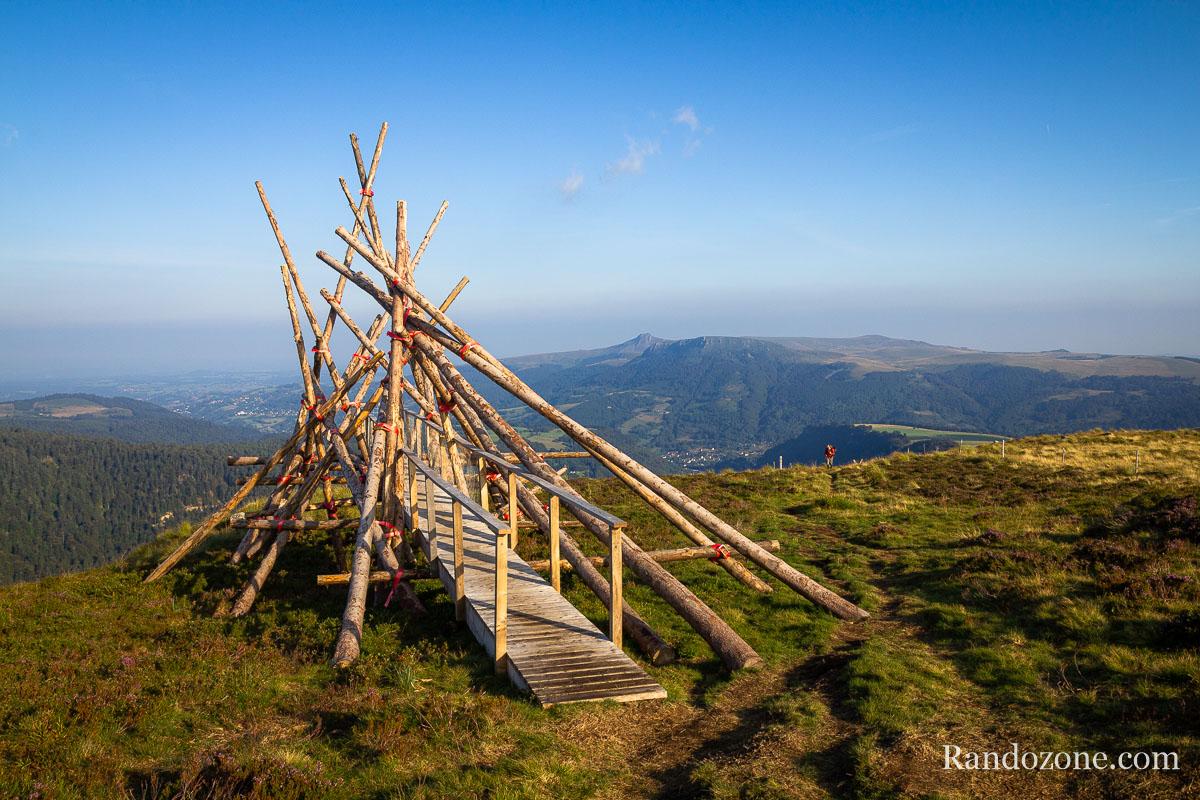 Curieuse sculpture au dessus du Mont-Dore