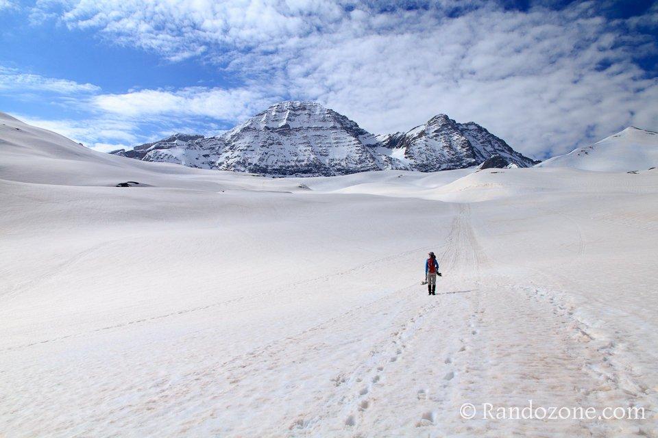 Randonnée dans la neige vers le col de Tentes