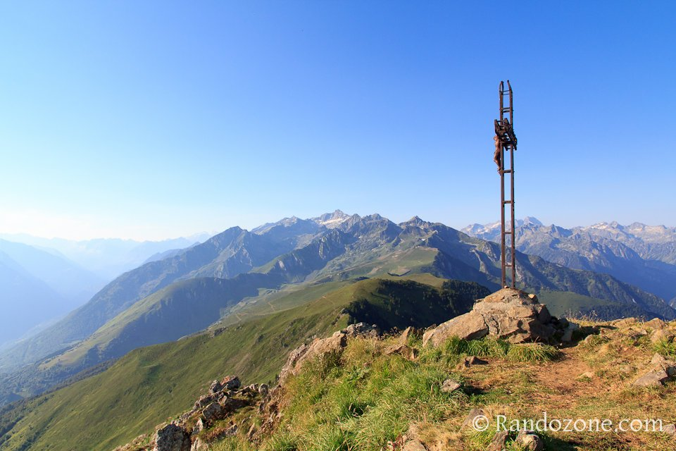 La croix au sommet du pic du Viscos