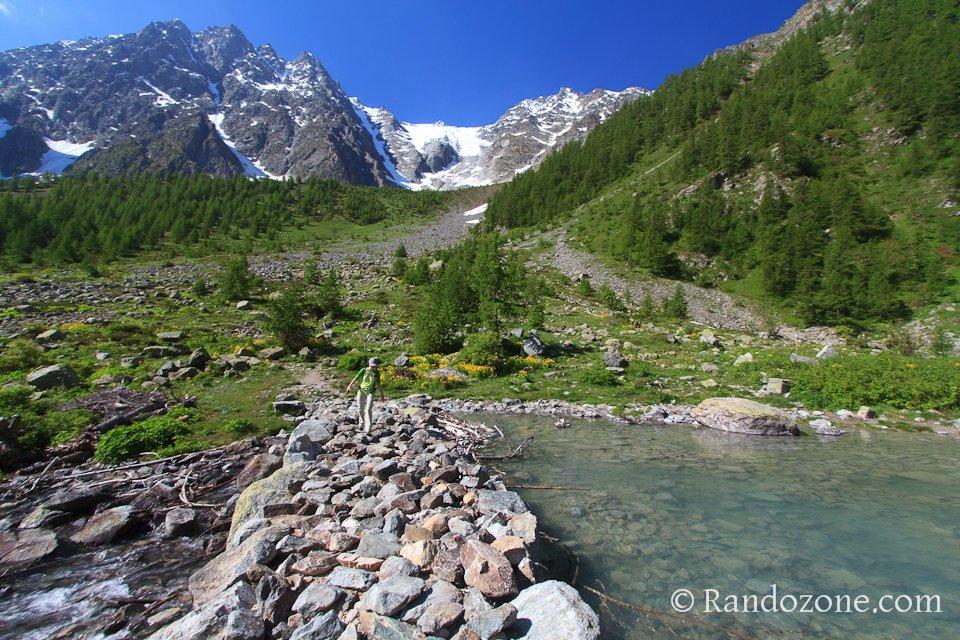 Barrage de pierres du lac de la Douche
