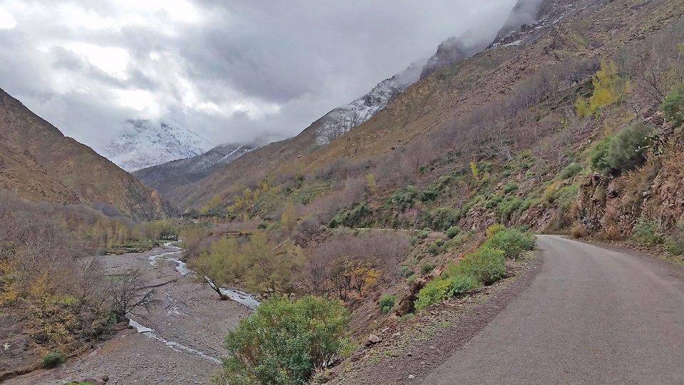 Route qui amène à Imlil