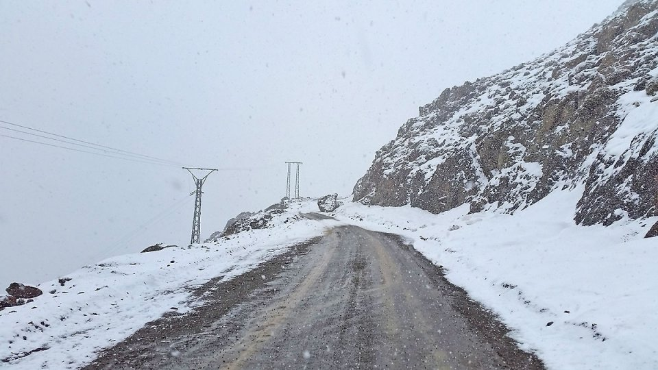 La route est bloquée par la neige