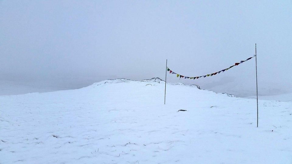 Drapeaux de prières au sommet de Gudette