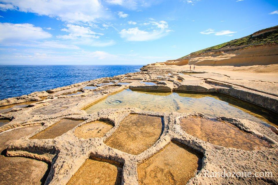 Passage le long des salines de Gozo
