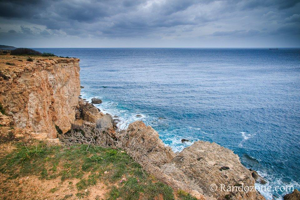 Randonnée sur les falaises de l'île de Malte