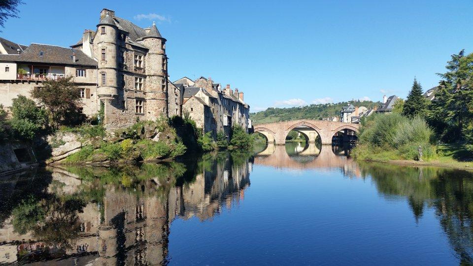 Pont Vieux et Vieux Palais à Espalion