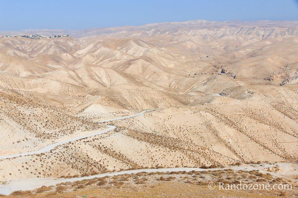 Randonnée dans le désert en Israël