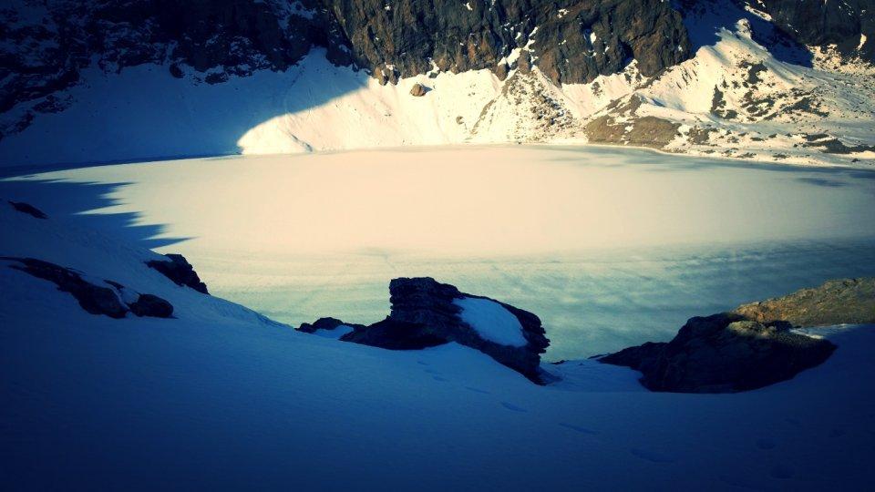 Lac de l'Eychauda sous la neige