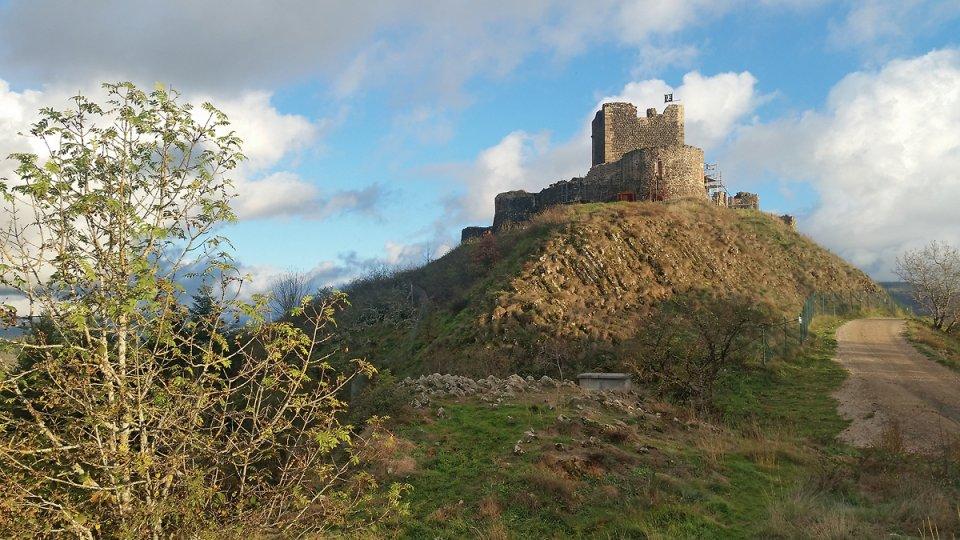 Autre vue du château de Calmont d'Olt