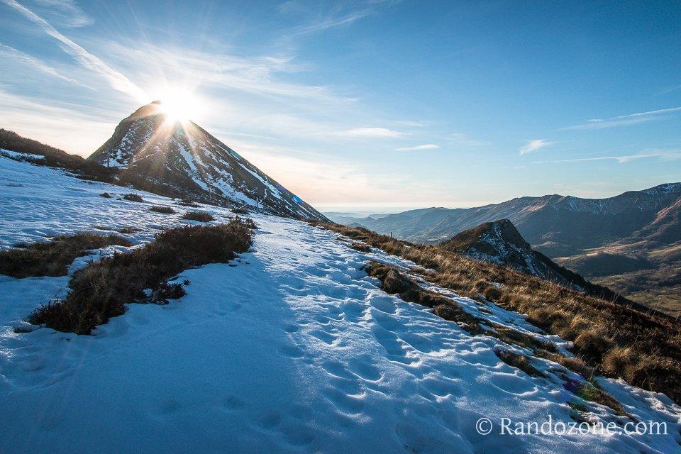 Le soleil se couche sur le Puy Griou