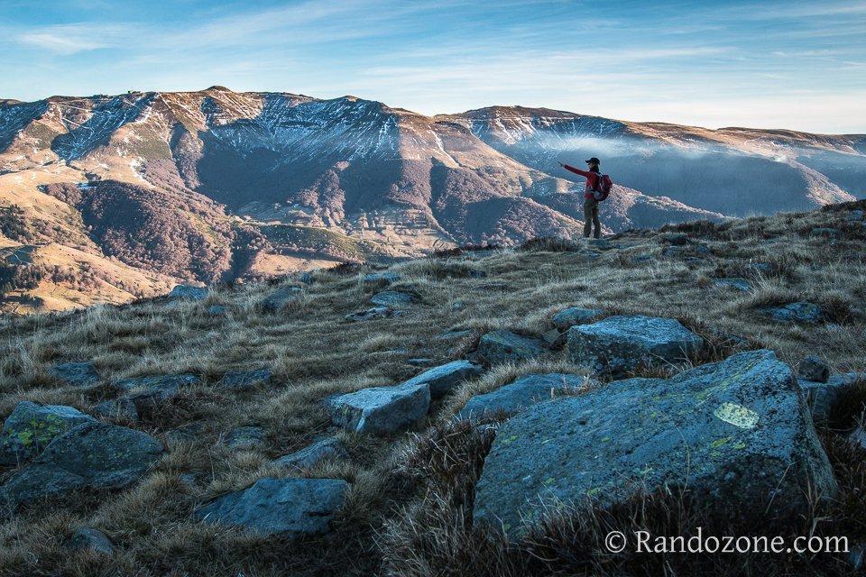 Cette randonnée dans le Cantal nous offre de superbes points de vue