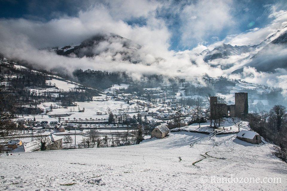 Château de Luz sous la neige