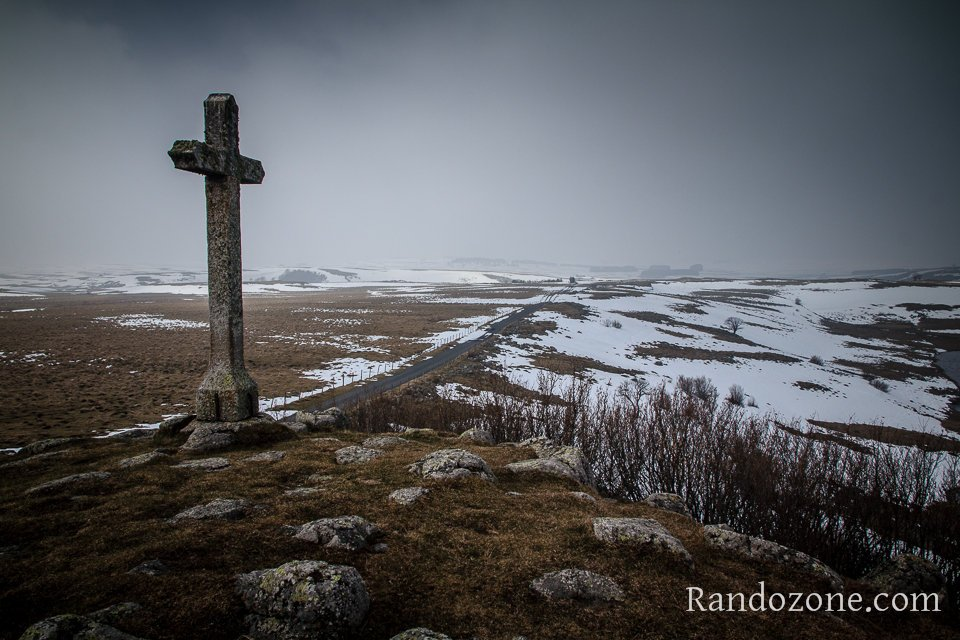 Croix du lac de Saint-Andéol