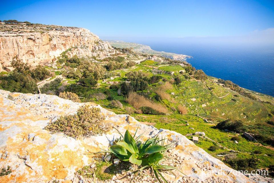 Balade le long des falaises à Malte