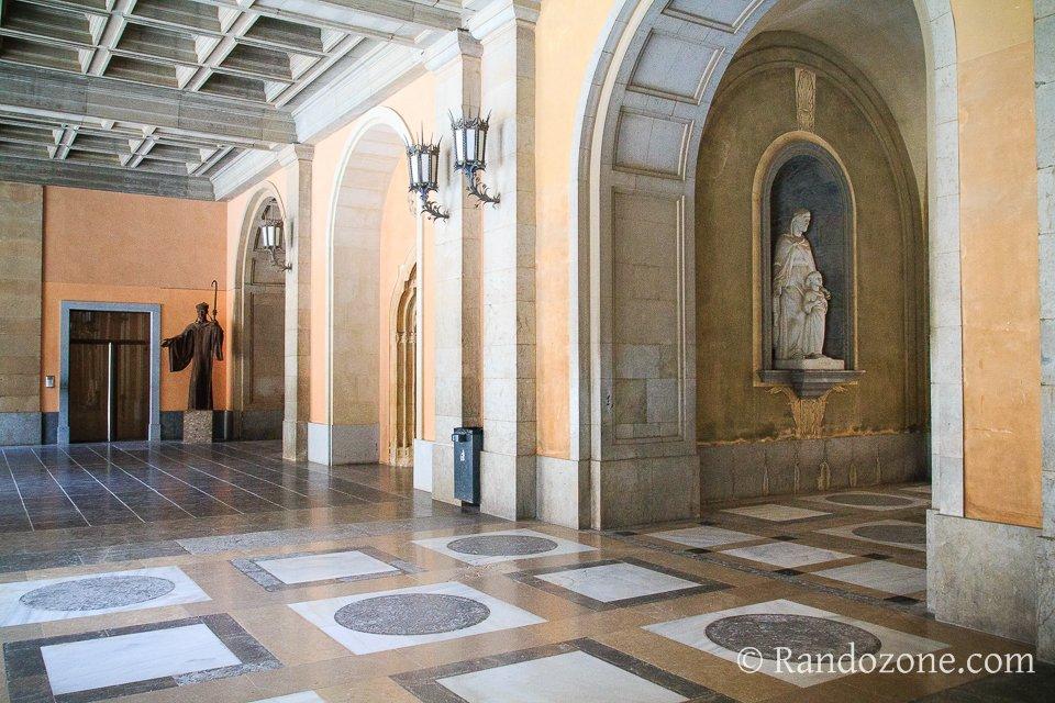 Direction l'abbatiale du monastère