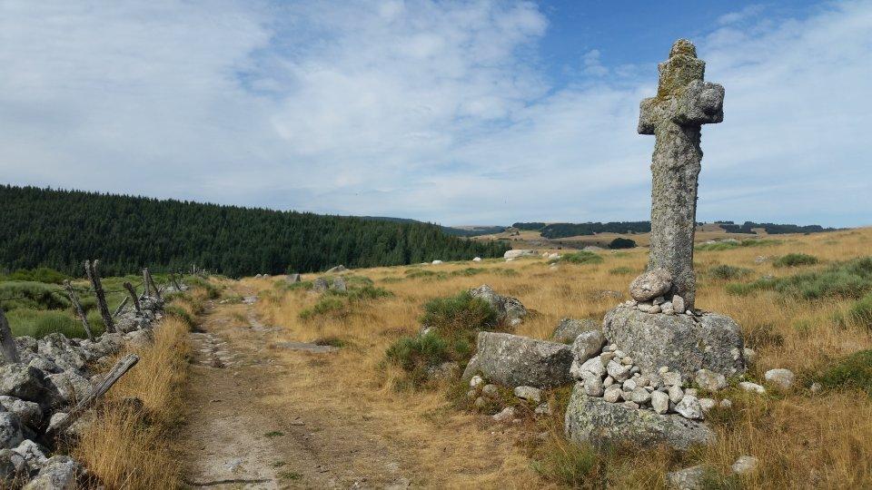 Grande croix en granit
