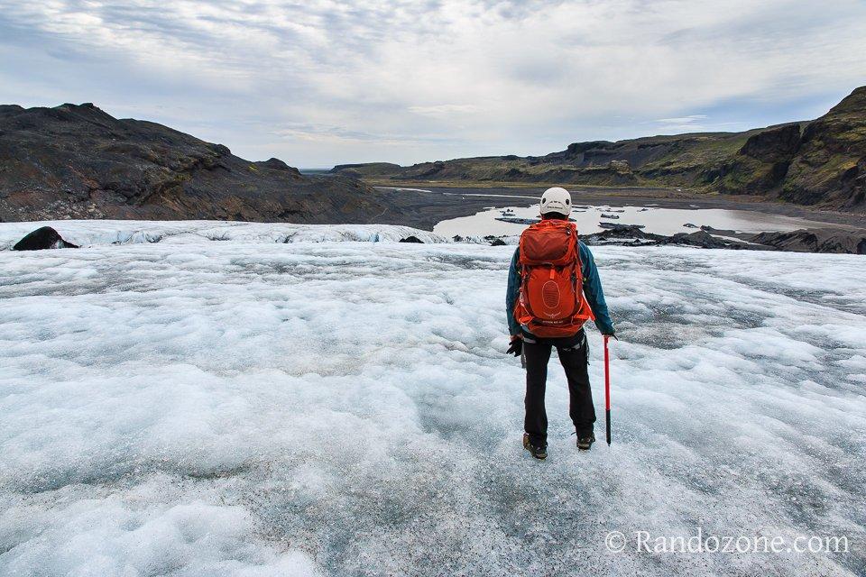 Sac Osprey Atmos 50 AG sur un glacier d'Islande