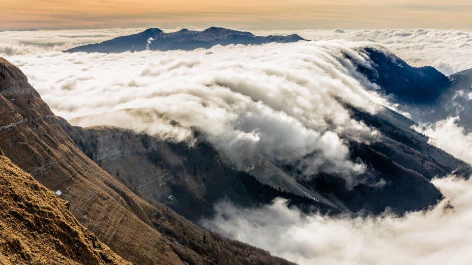 Une vague de nuages