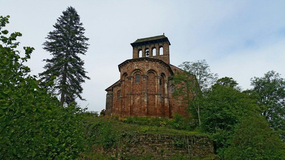 L'église de Perse à côté de la ville