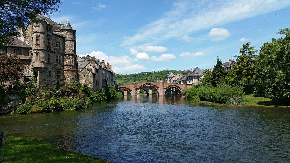 Espalion, le pont vieux et le vieux palais
