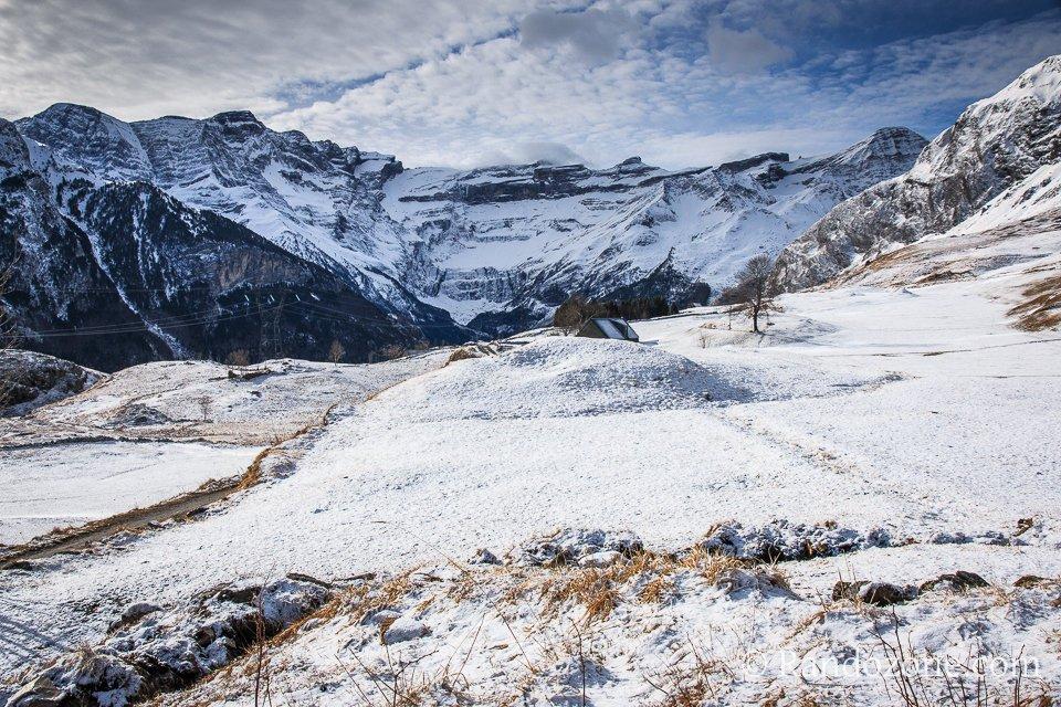 Cirque de Gavarnie et plateau de Saugué sous la neige