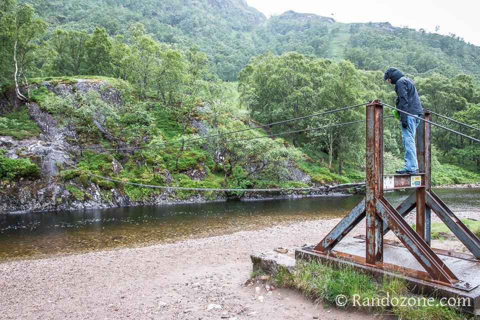 Le câble qui permet de traverser la rivière