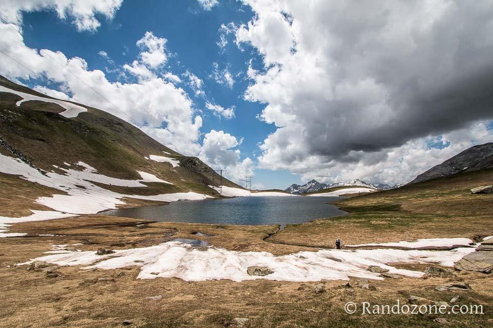 Encore un peu de neige au bord du lac