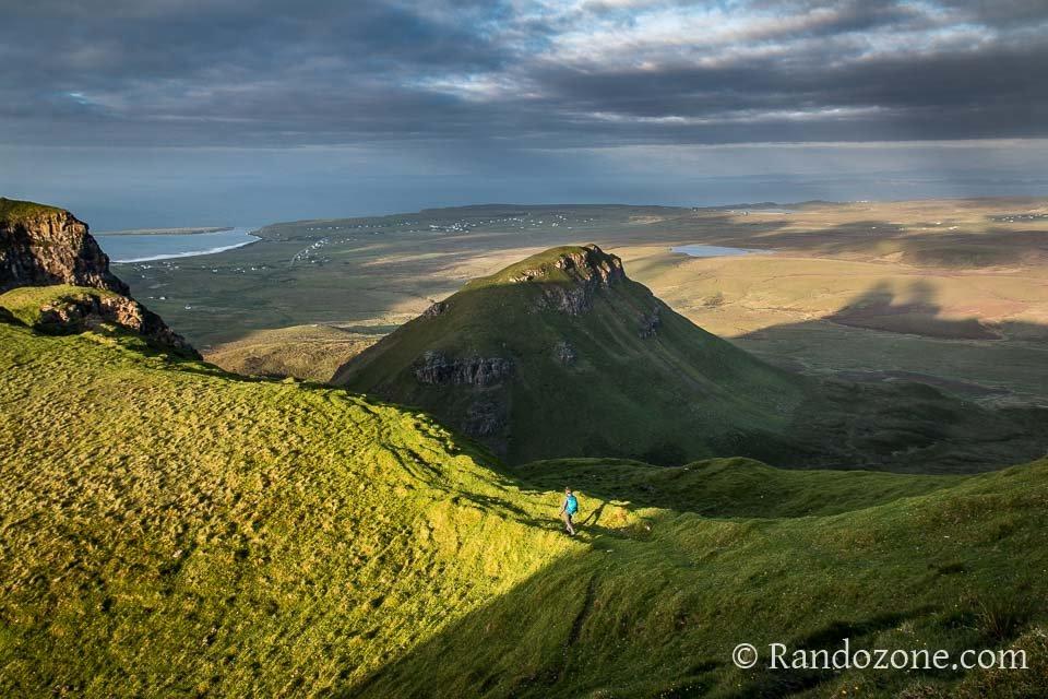 Randonnée sur l'île de Skye au soleil couchant