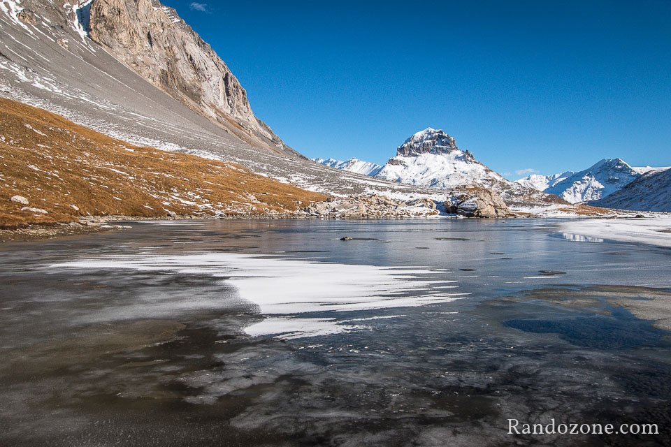 Glace sur le lac du col de la Vanoise