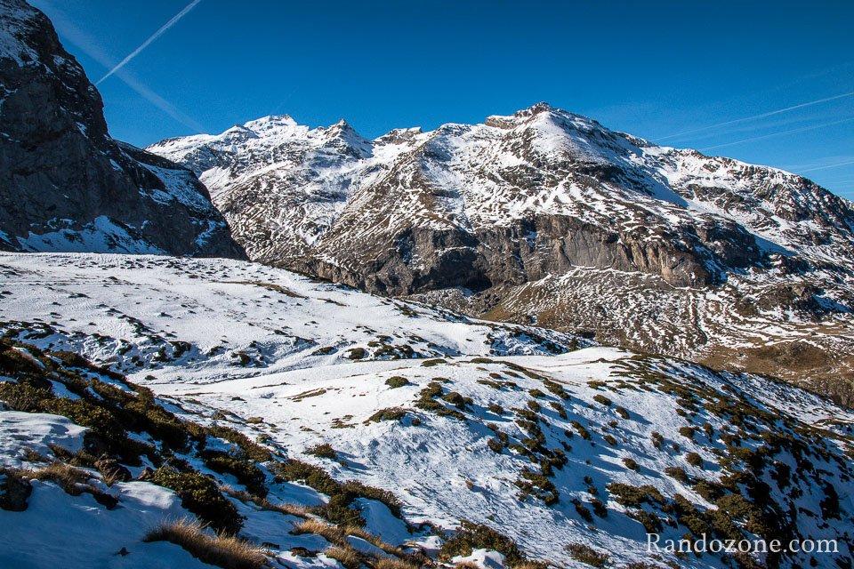 Vue sur les montagnes au dessus du lac des Gloriettes