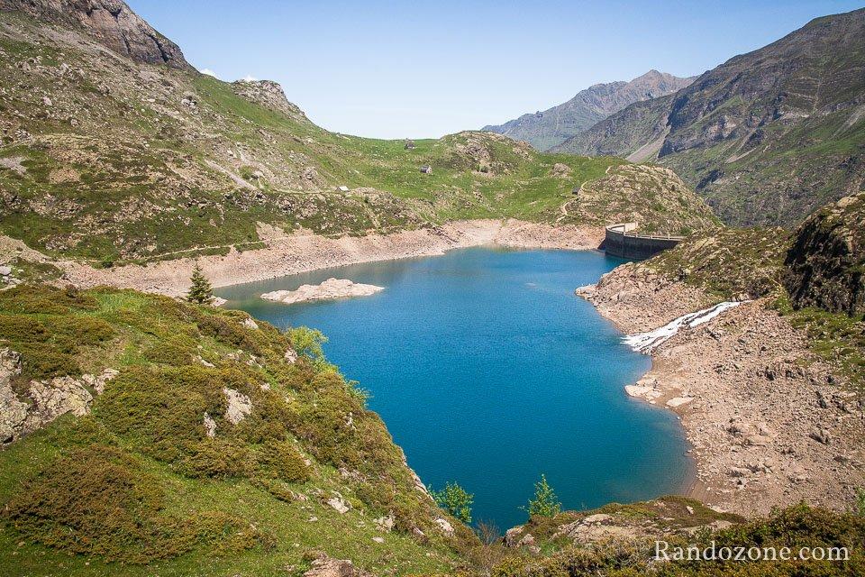 On surplombe le lac des Gloriettes