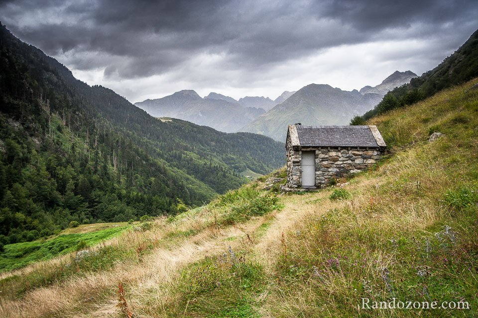Petite cabane en pierre non loin du cirque de Lis
