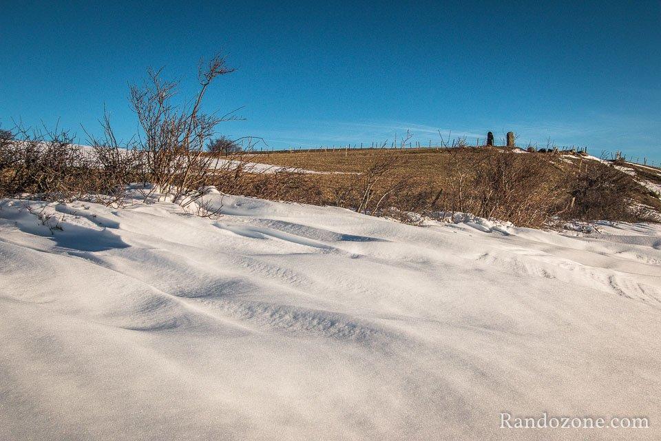 Beaucoup de neige et toujours des menhirs