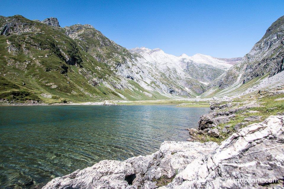 On contourne le lac d'Ossoue par le droite