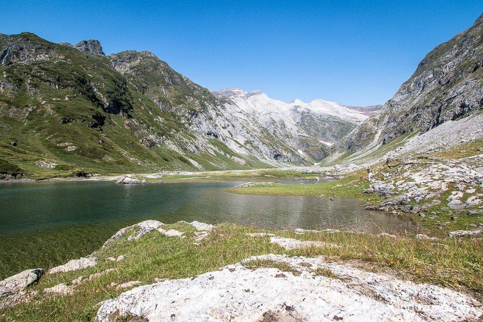 Lac d'Ossoue et massif du Vignemale