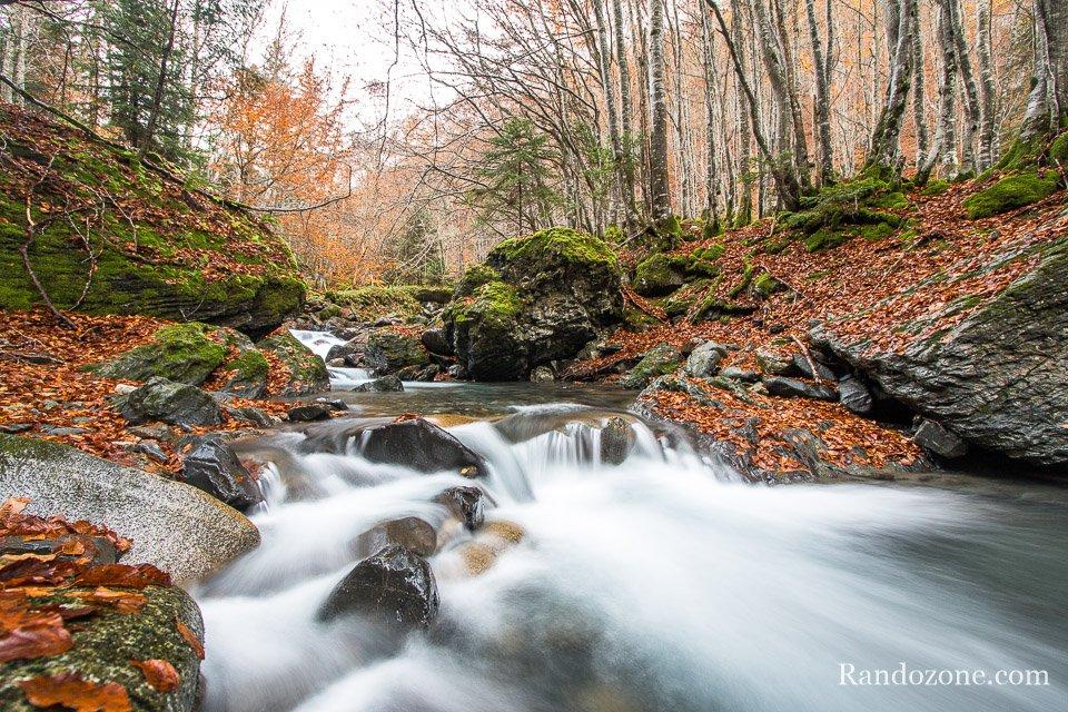 Cascade et couleurs d'automne au bois de Bué