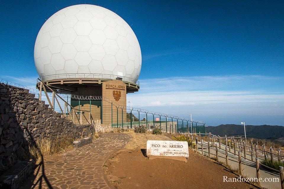 Dôme militaire au sommet du Pico do Arieiro